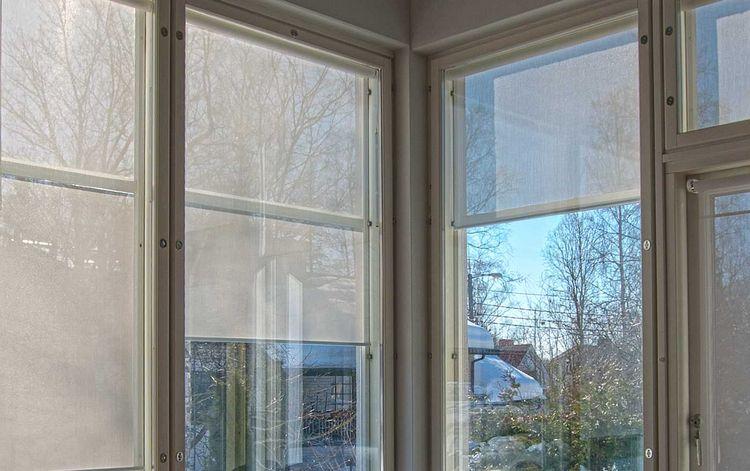 Aurinkosuoja ikkunaan